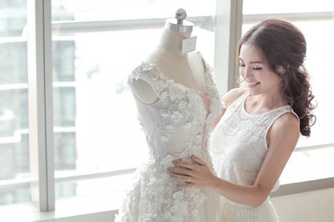 Linh Phi thay hai váy cưới lộng lẫy và gợi cảm trong hôn lễ