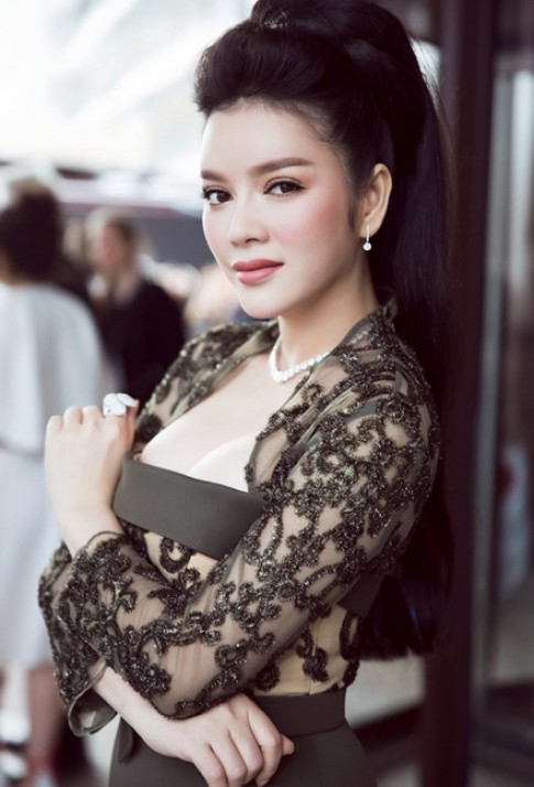 Ly Nha Ky phan bac tin don lo nguc tren tham do Cannes