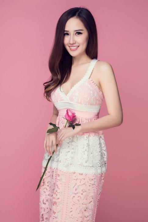 Mai Phương Thúy khoe vòng 1 sexy với đầm hồng thạch anh