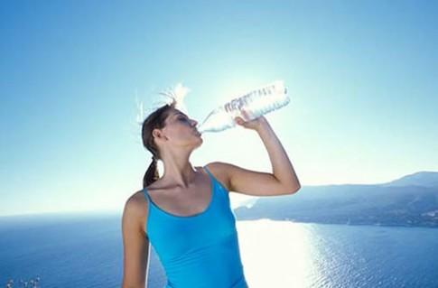 Mặt trái của nước là hàng nghìn thứ độc hại