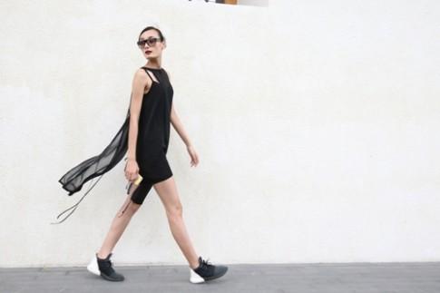 Mẫu Việt khoe street style trắng - đen tập duyệt show Đỗ Mạnh Cường