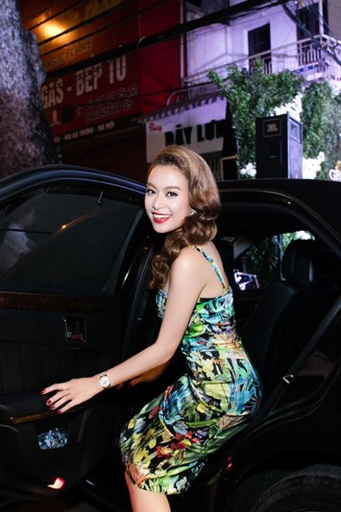 MC Phan Anh than thiet Hoang Thuy Linh sau on ao talkshow