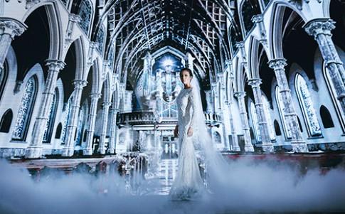 Minh Tú lộng lẫy với váy cưới đính 10 ngàn viên đá swarosky