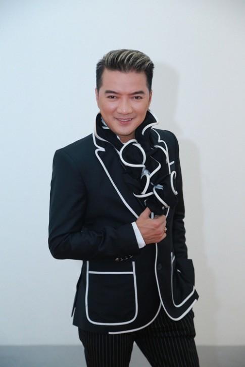 Mr Dam nam tay Ho Ngoc Ha thi tham tren san khau