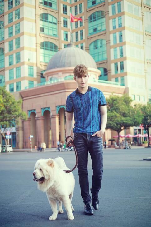 Nathan Lee rạng ngời khi dắt cún cưng đi dạo phố