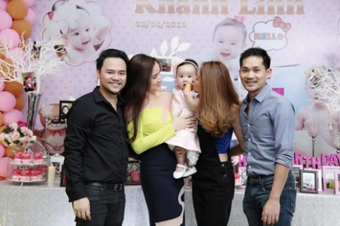 Ngân Khánh được chồng đại gia tháp tùng đi dự sinh nhật