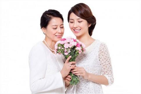Ngay cua Me: Xuc dong bai tho con gai lay chong xa gui me