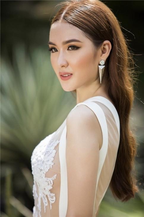 Ngoc Loan The Face dep mo mang voi vay ao mong tang