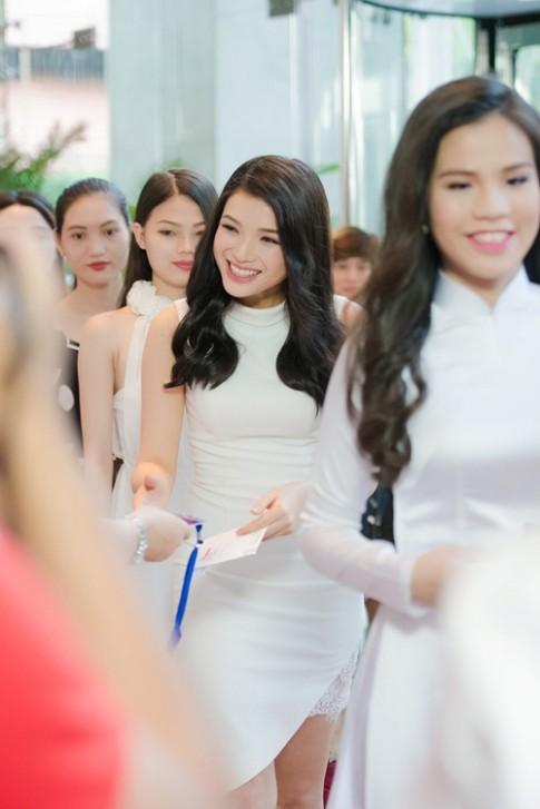 Nhan sac tuoi xinh cua dan thi sinh chung khao phia Nam HHVN 2016