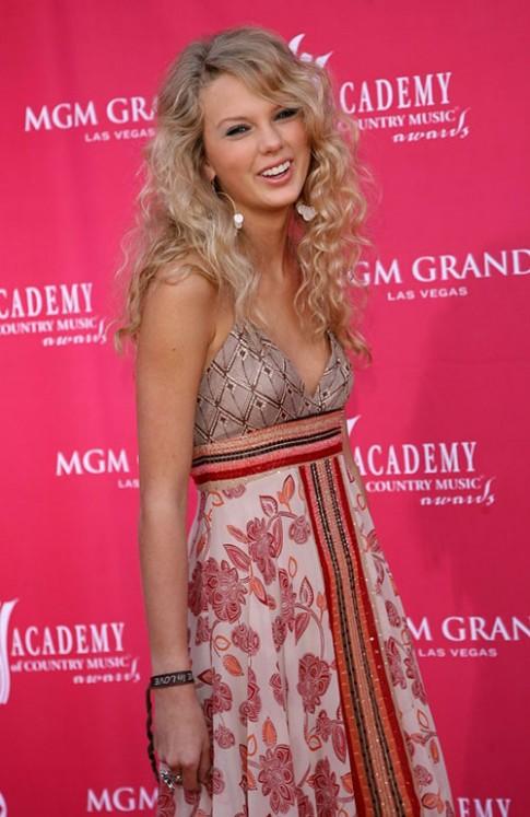 Những kiểu tóc ai cũng thèm muốn của Taylor Swift