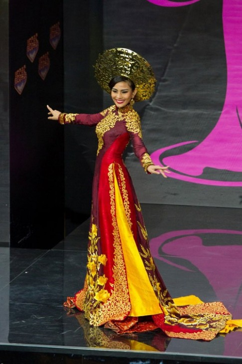 NTK Thuan Viet: Ap luc khi thiet ke ao dai cho Truong Thi May