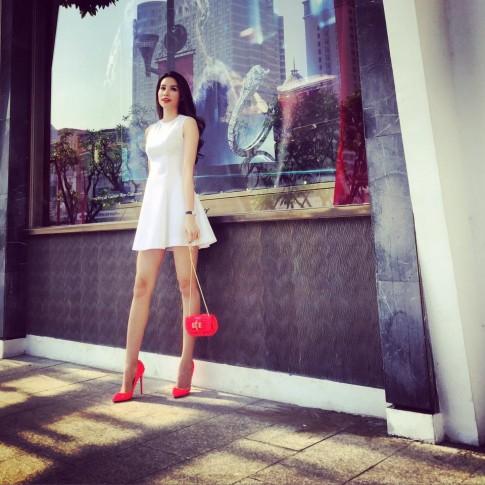 Phạm Hương đụng giày huyền thoại với loạt sao Hollywood