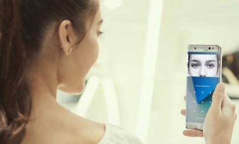 Samsung se ra smartphone tam trung co bao mat mong mat