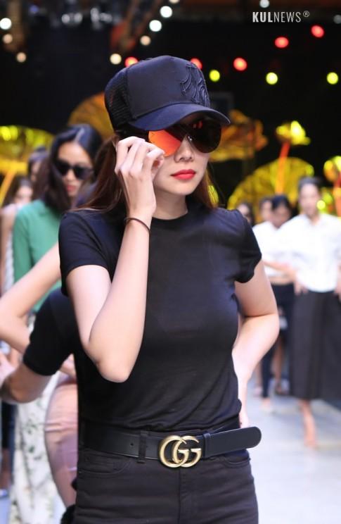 Thanh Hang sang chanh voi mat kinh doc dao 12 trieu