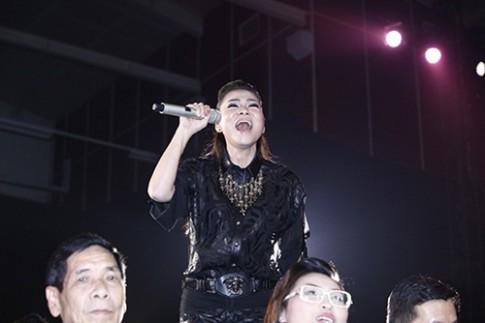 Thu Minh dien ca cay hang hieu 200 trieu len san khau