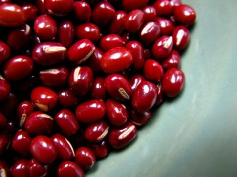 Thực hư việc đậu đỏ giúp da sáng dáng xinh.