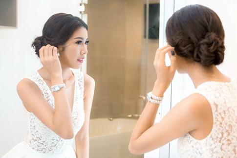 Thuy Van huan luyen thi sinh Hoa khoi Ao dai ung xu truoc chung ket