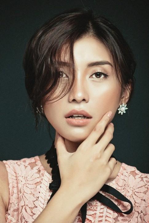 Tieu Chau Nhu Quynh dep la lung khi make up trong suot