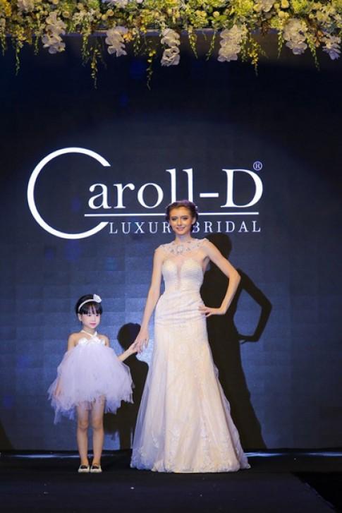 Tỏa sáng vẻ đẹp tự nhiên với váy cưới của Caroll Trần