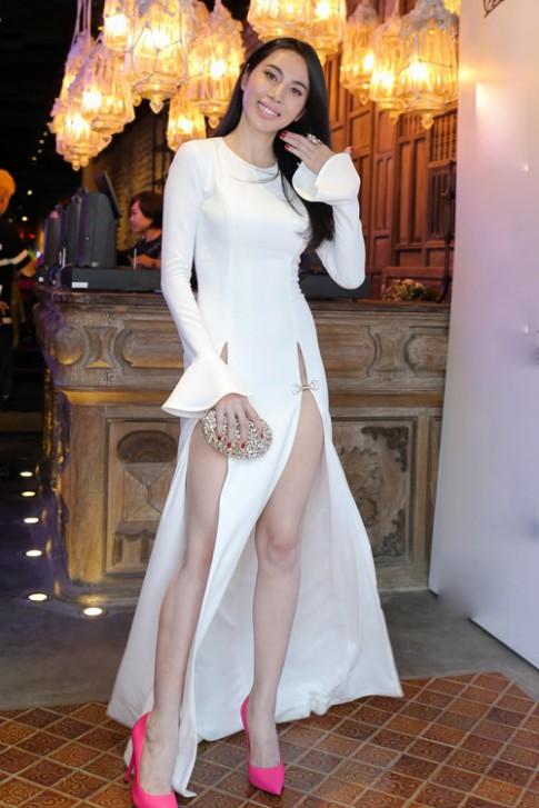 Tuần qua: Ngọc Trinh, Thuỷ Tiên gây tranh cãi vì váy hở bạo