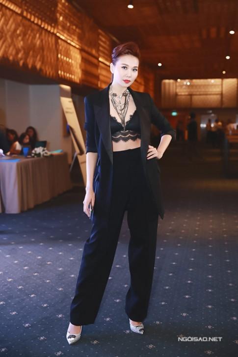 Tuan qua: Thanh Hang, Jennifer Pham sexy mon con mat