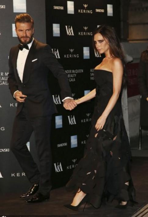 Victoria Beckham gợi cảm bên chồng ở sự kiện