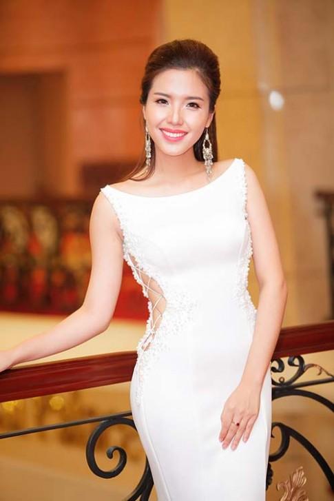 Á hậu biển Khánh Phương làm tiệc tri ân to như đám cưới