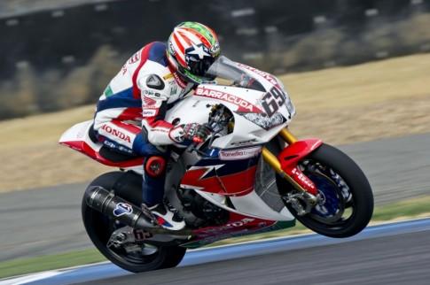 Cụu vo dịch MotoGP Nicky Hayden dã có làn dàu tien tháng chạng tại giải WorldSBK 2016