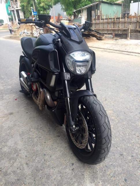 Ducati Diavel co bap va ham ho giua Sai Gon