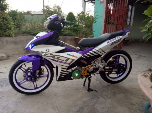 Exciter 150 do Trang Tim noi bat khong kem phan tho mong
