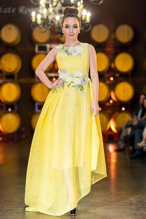 Mai Thu Huyền bất ngờ sang Mỹ trình diễn thời trang