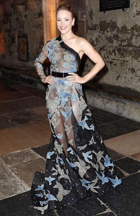 Rachel McAdams diện váy xuyên thấu khoe da thịt