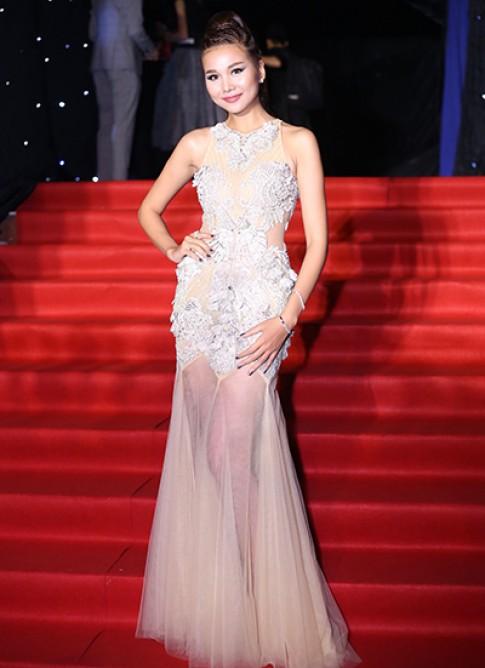 Thanh Hang dien vay xuyen thau tren tham do chung ket Next Top