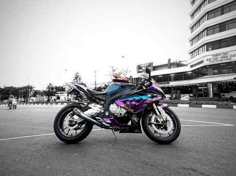 BMW S1000RR chrome violet noi bat cua HK Team