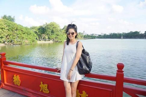Em gai Jennifer Pham nhi nhanh di choi Ha Noi cung Bao Nam