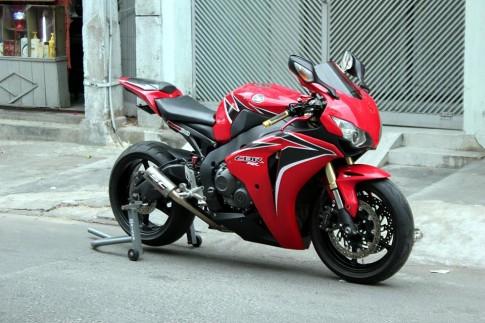 Honda CBR1000RR, ve dep mang ten Bo Rung