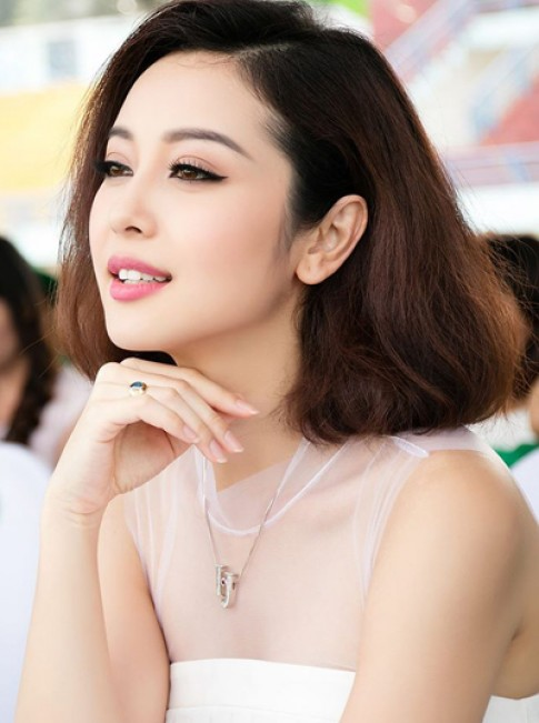Mai Phuong Thuy, Jennifer Pham xinh xan voi vien mat meo