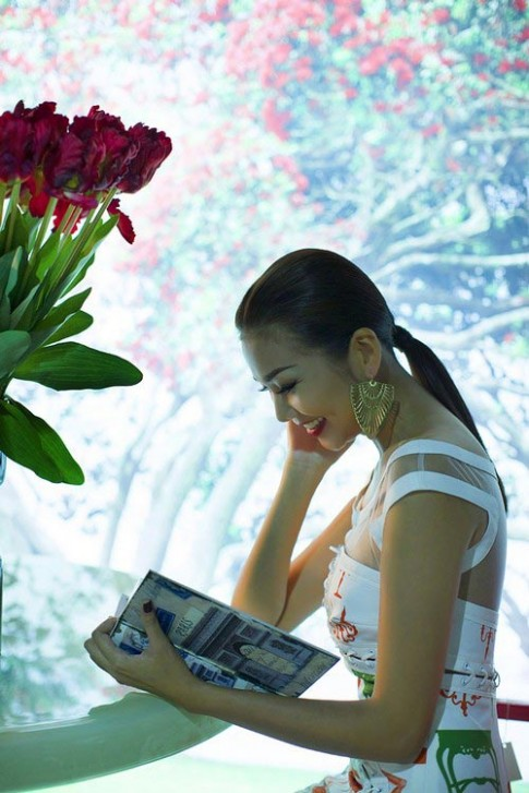 Thanh Hang an tuong voi hoa tiet noi that