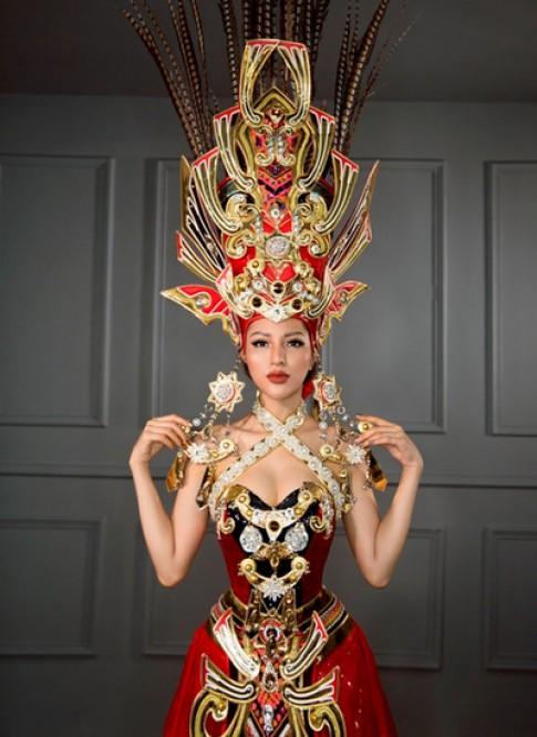 Trang phục dân tộc của thí sinh Việt ở 'Hoa hậu Siêu quốc gia' bị chê rườm rà