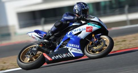 Yamaha R6 trang bi day du do choi cua truong dua