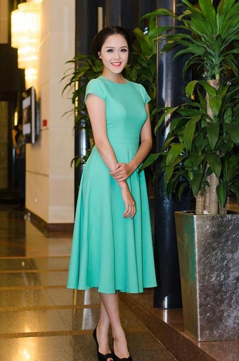 Á hậu Hoàng Anh đẹp ngọt ngào với đầm xanh bạc hà