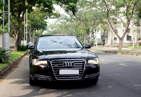 Audi A8L - limousine tren duong pho Sai Gon