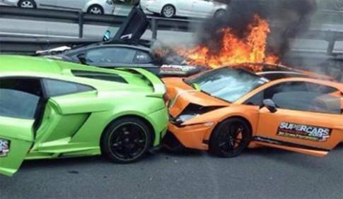 Ba sieu xe Lamborghini dam nhau boc chay