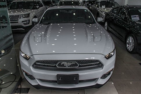 Chi tiet Ford Mustang 50 Year Limited Edition tai Sai Gon