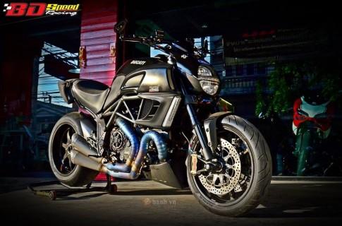 Choang ngop voi dan do choi khung tren chiec Ducati Diavel do