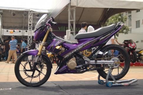 Dan choi Sai Thanh trang diem Suzuki Raider