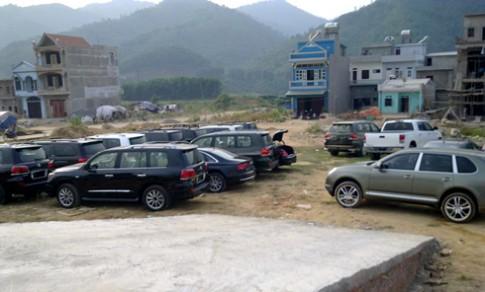 Dan xe sang phu bui tai Quang Ninh