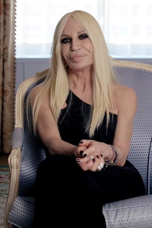Donatella Versace: 'Toi noi tieng nhung khong bat tai'