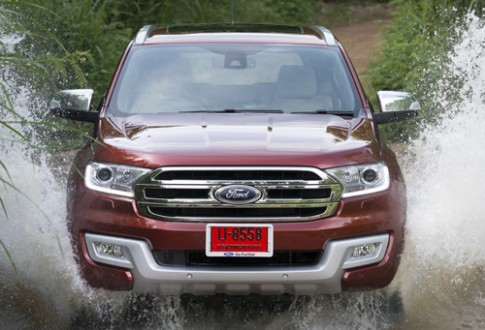 Ford Everest moi - lot xac toan dien