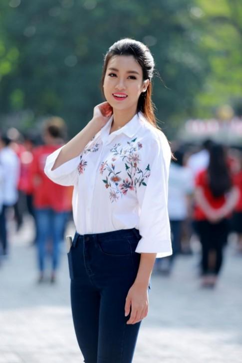 Hoa hau My Linh: 'Em van la co hoc tro nho cua cac thay co'